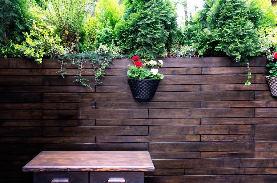 Megszűnik a kijárási korlátozás, nyitnak az üzletek és a kerthelyiségek